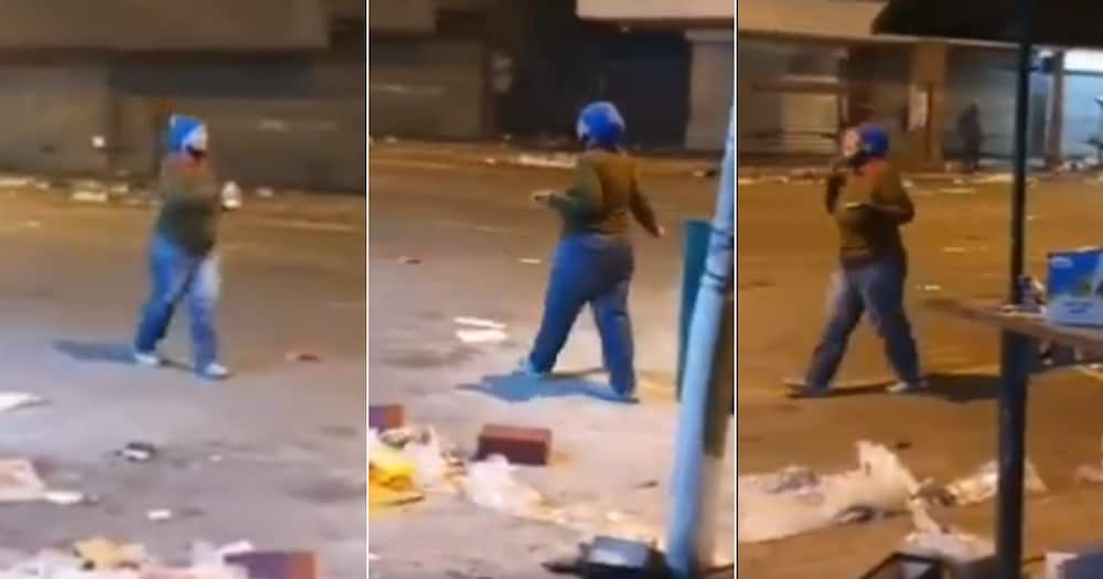 Mzansi, Praying, Woman, Viral video, Violent protests, Looting, South Africa, God, Street