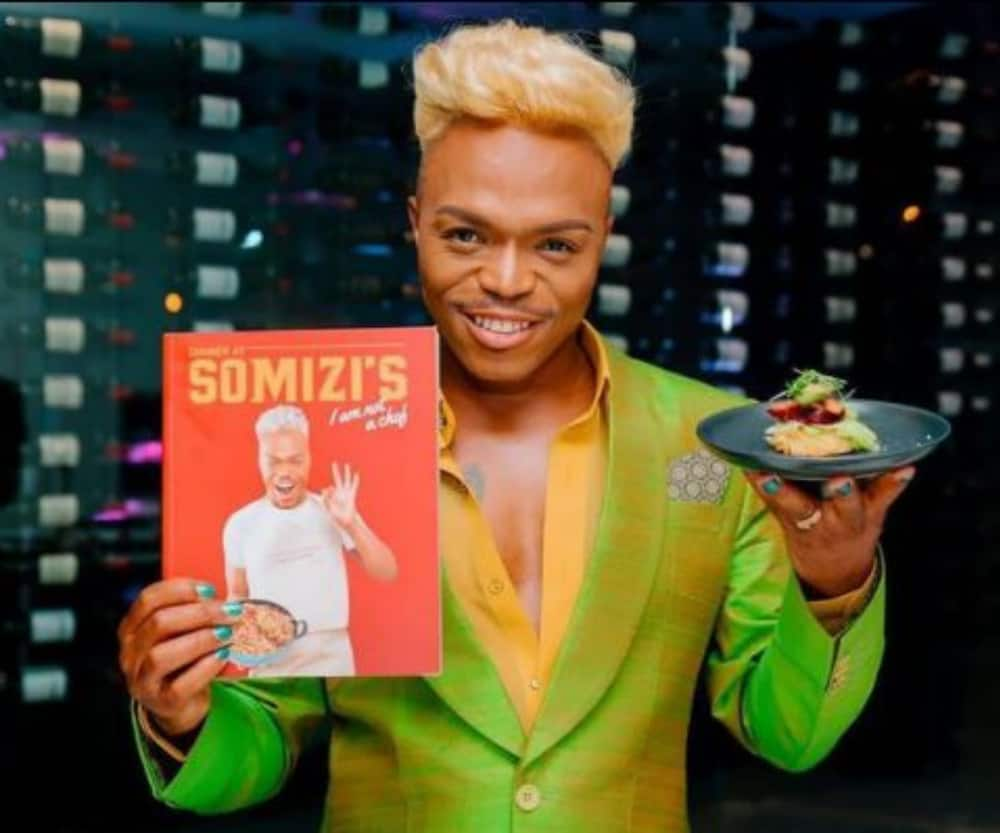 Somizi is a mood as he does a spicy dance in a car park to fans