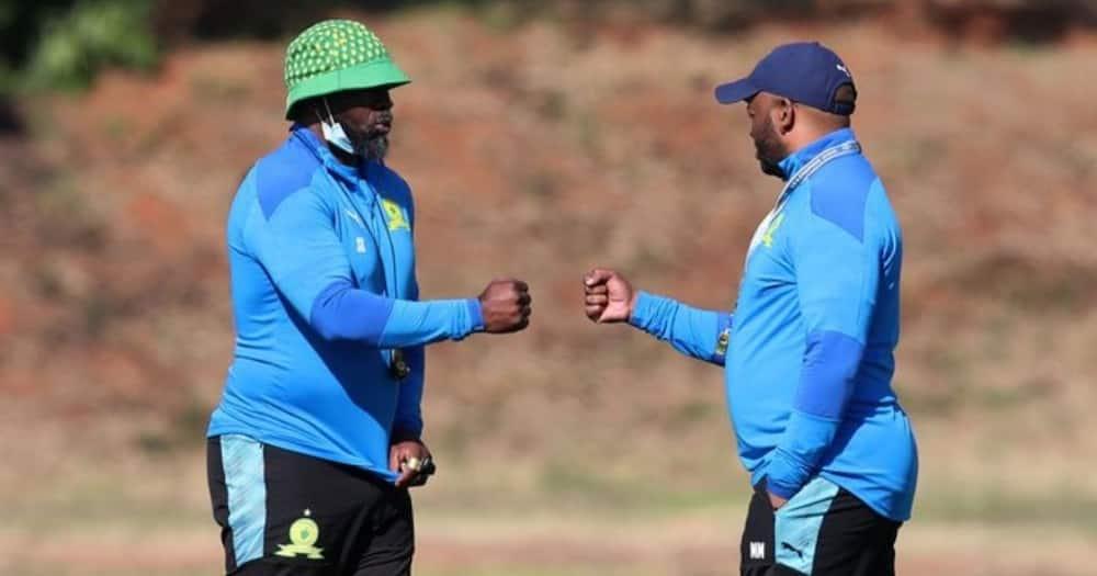 Mamelodi Sundowns coach Steve Komphela has responded to a fan on social media. Image: @Masandawana/Twitter