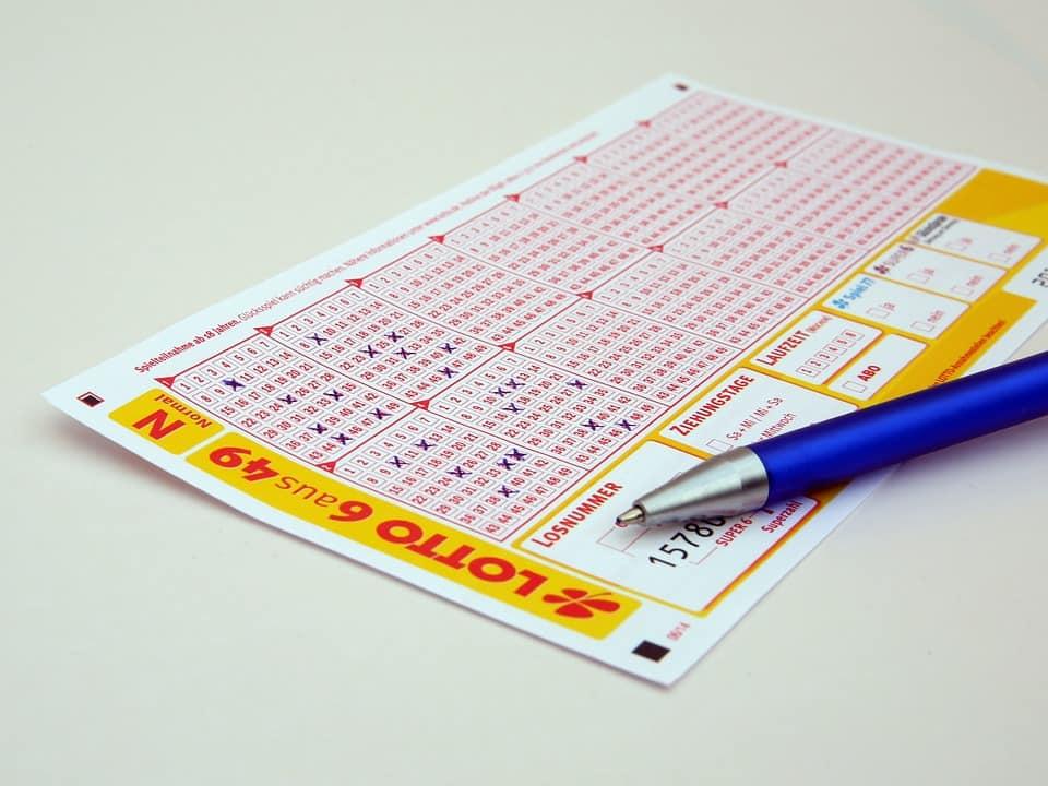 Lotto winner wins battle to keep ex-bae's sticky fingers off his R20 million winnings