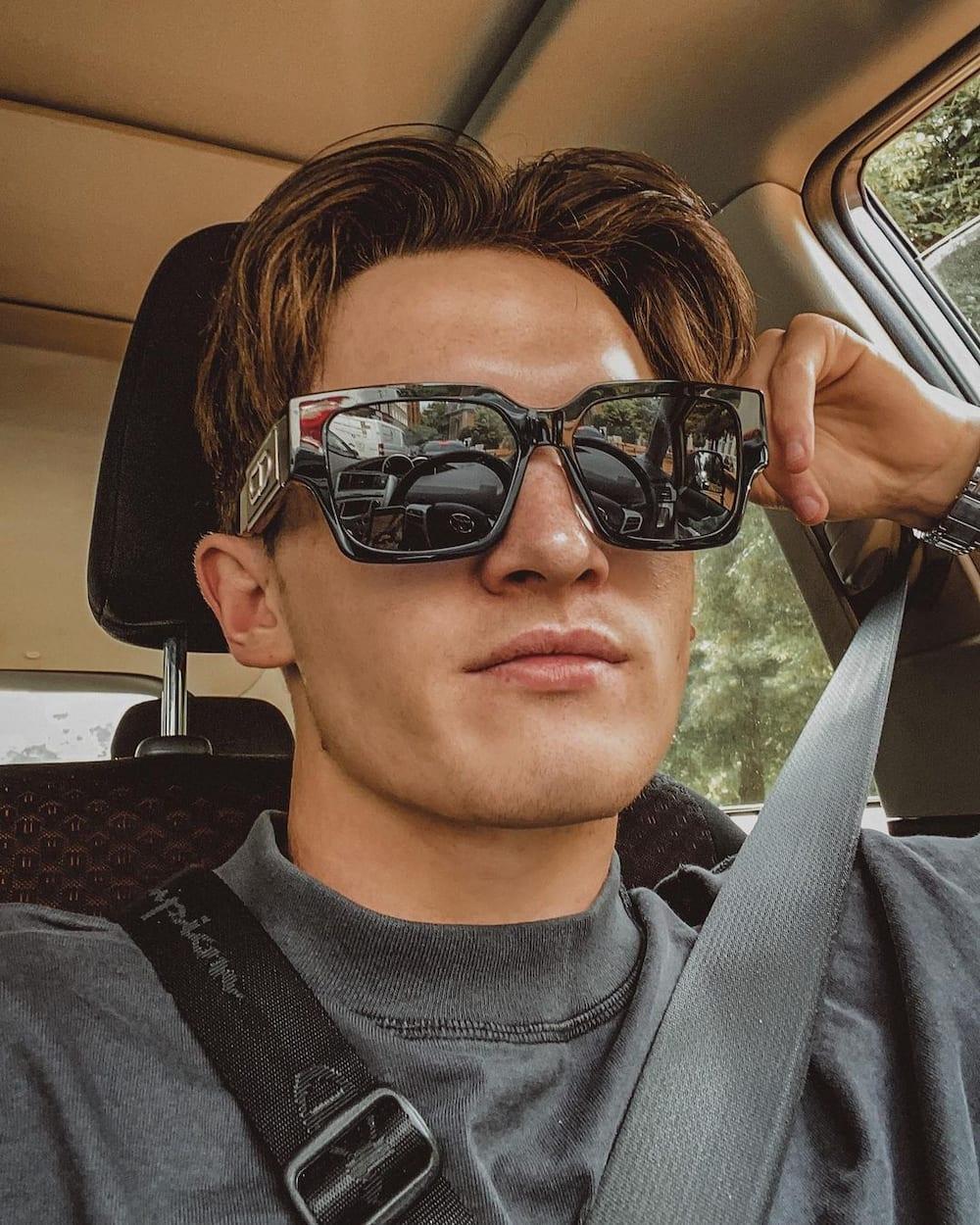 eboy haircut middle part