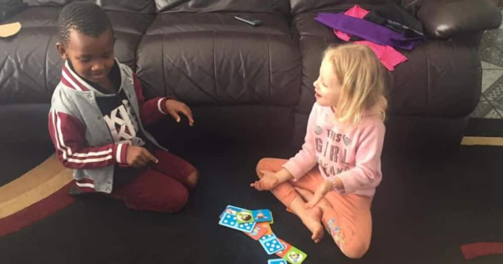 Adorable photos of 2 best friends warm hearts across South Africa