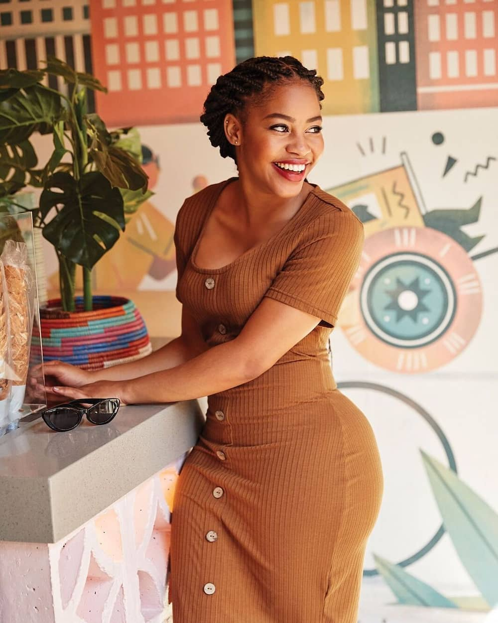 South African celebrities with natural curves