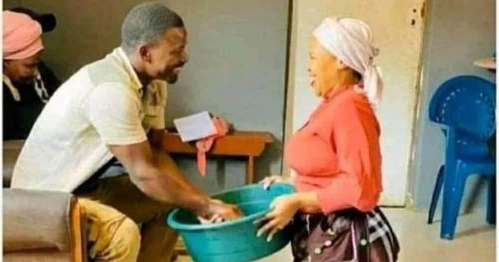 Mzansi, Loves Pic, Woman, Kneeling Down, Hubby