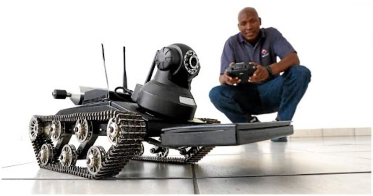 Mbuyiselo Sokuwe, the South African man created a robot that disarms bombs in war zones. Source: Sowetan/Sandile Ndlovu
