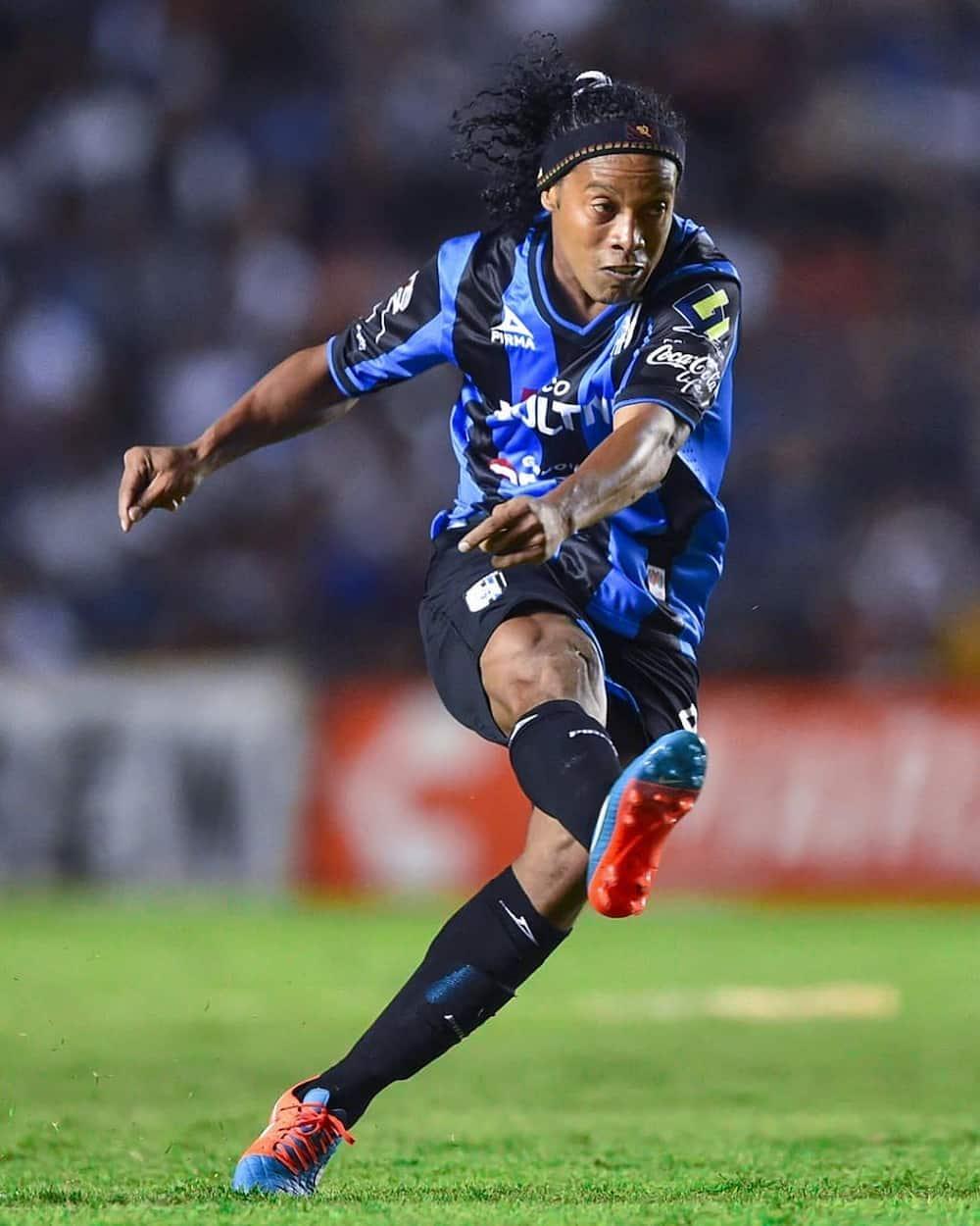 Ronaldinho team