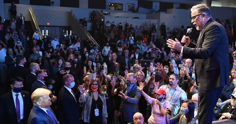 Donald Trump attends church service, puts handful of cash in donation basket
