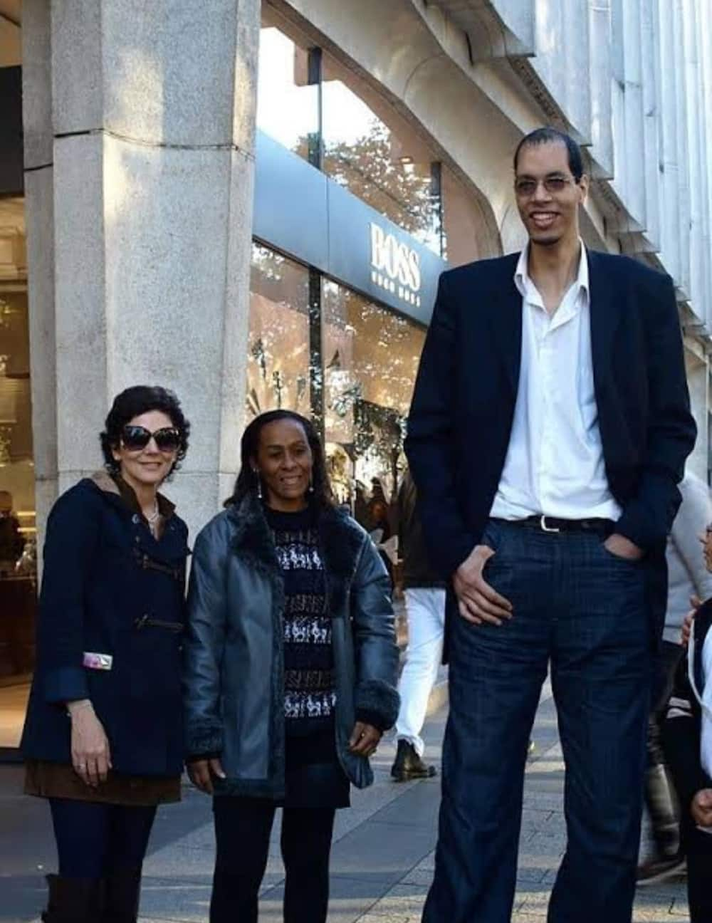 Here's the world's second tallest living man
