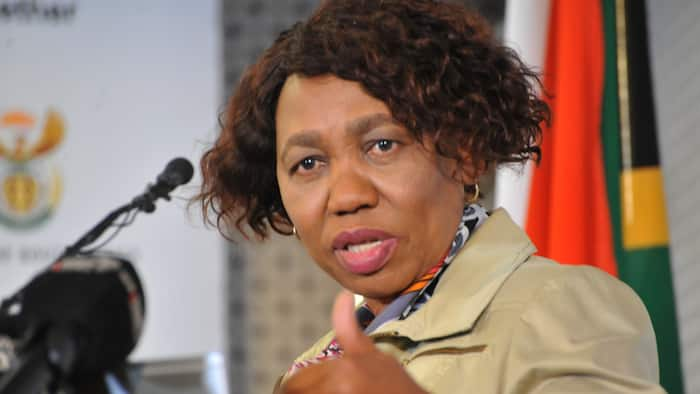 Minister Angie Motshekga wants social distancing in classes reduced to 0.5m