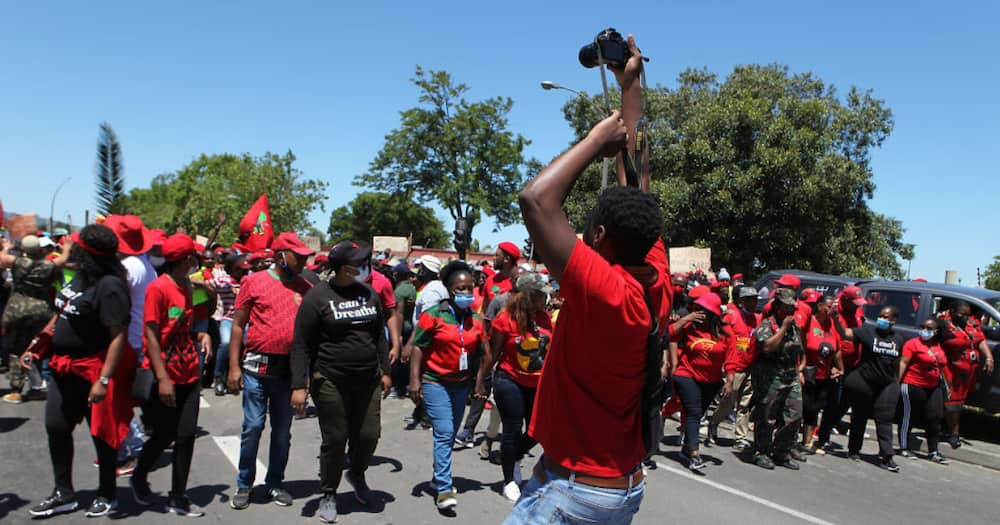 The latest Economic Freedom Fighters (EFF) march has caused roadblocks in Kraaifontein and Malelane.