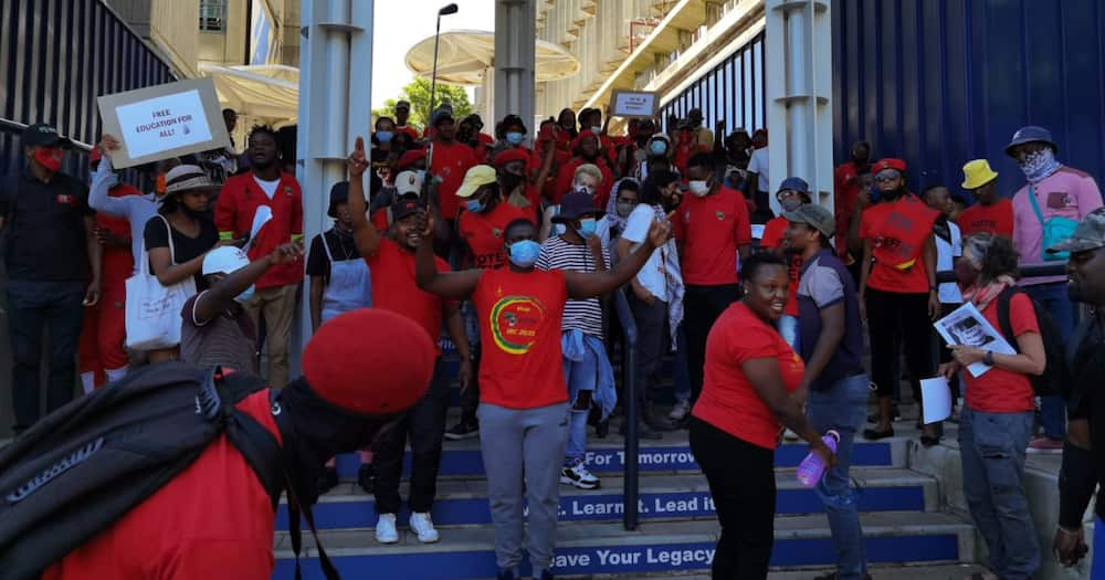 Johannesburg CBD grinds to a halt as EFF Student Command go on rampage