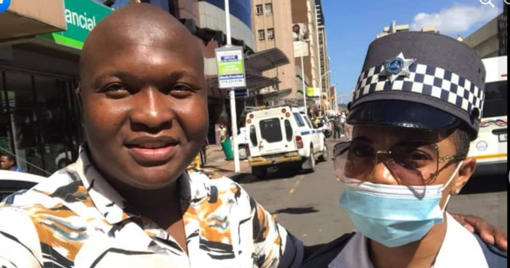 Ntsikelelo Gojana has praised the Durban Metro Police officer for helping him in the CBD, Image: Facebook