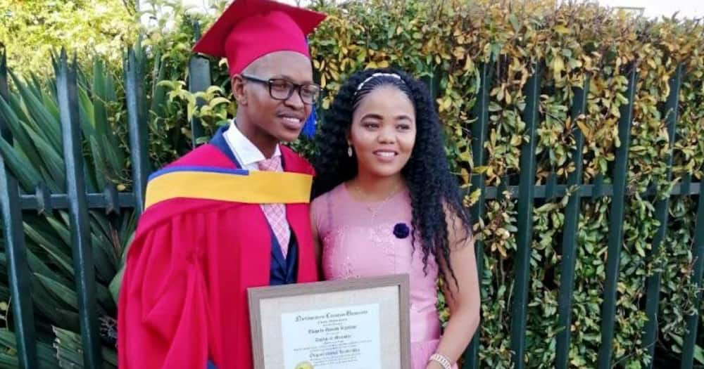 Mzansi social media users are truly inspired by a Ph.D. graduate who has made it at 31. Image: @VarsityWorld/Facebook