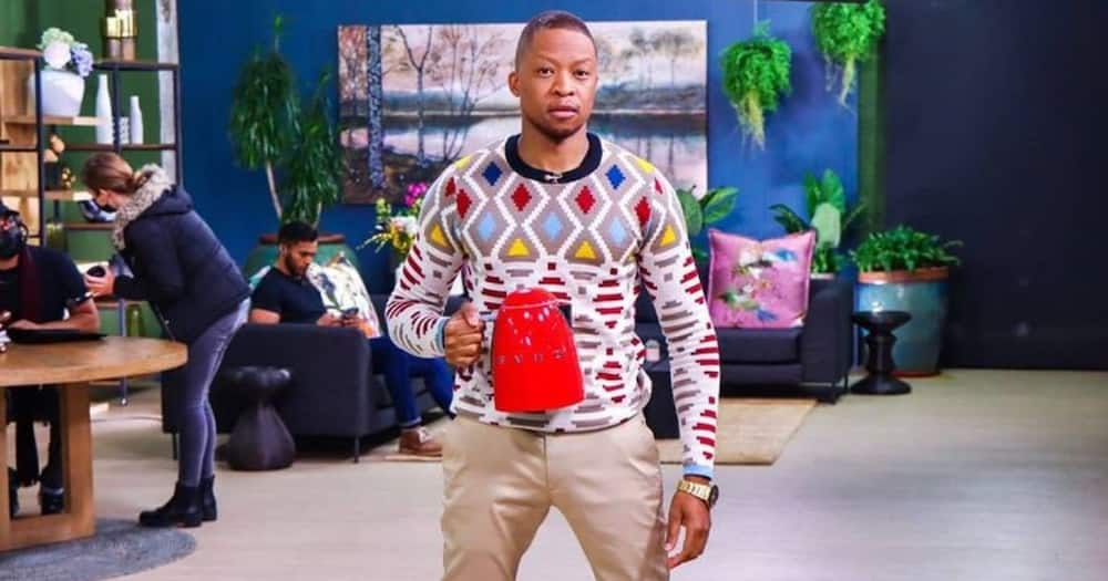 """""""Bathong"""": Mr Smeg Shows Off Raw Kidney Lunch and Mzansi Can't Deal With His Choice"""