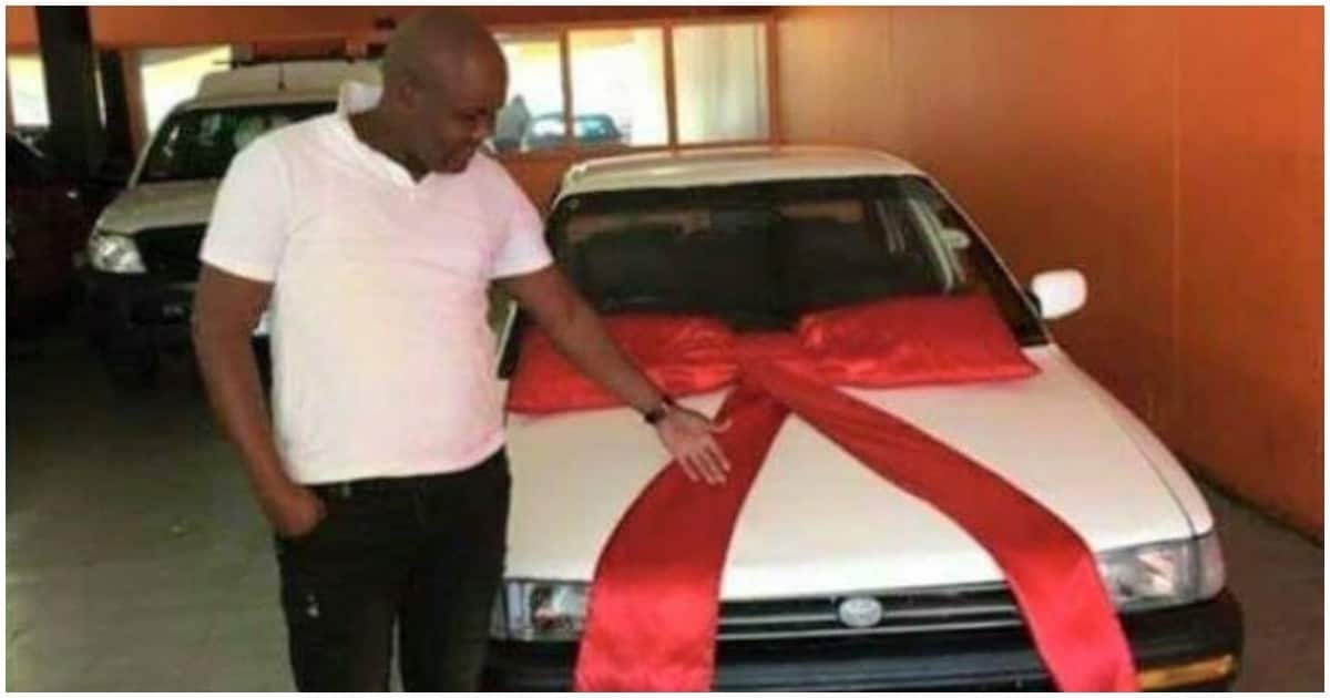 Man shows off his new car, but tweeps are not particularly impressed