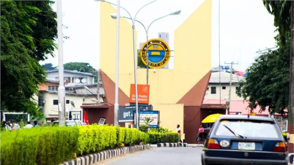 A photo showing the entrance of UNILAG. Photo source:The Guardian