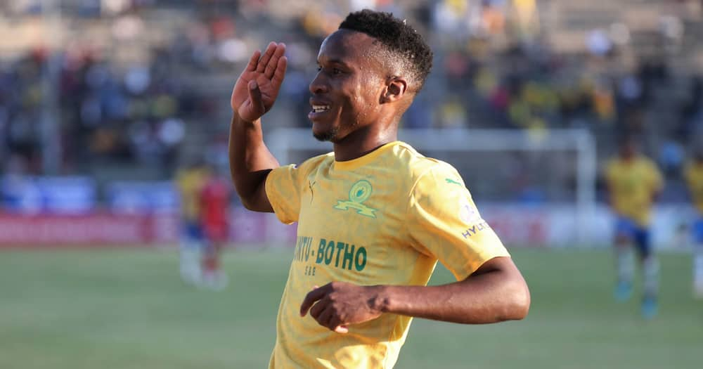 Themba Zwane wins R500k at PSL awards