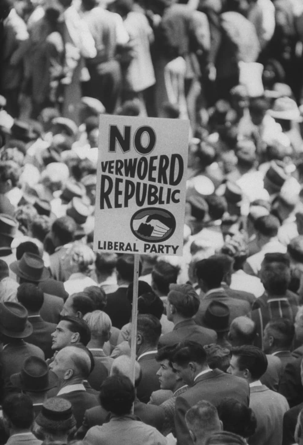 People voting for or against a republic. Photo by Terence Spencer/The LIFE Images Collection