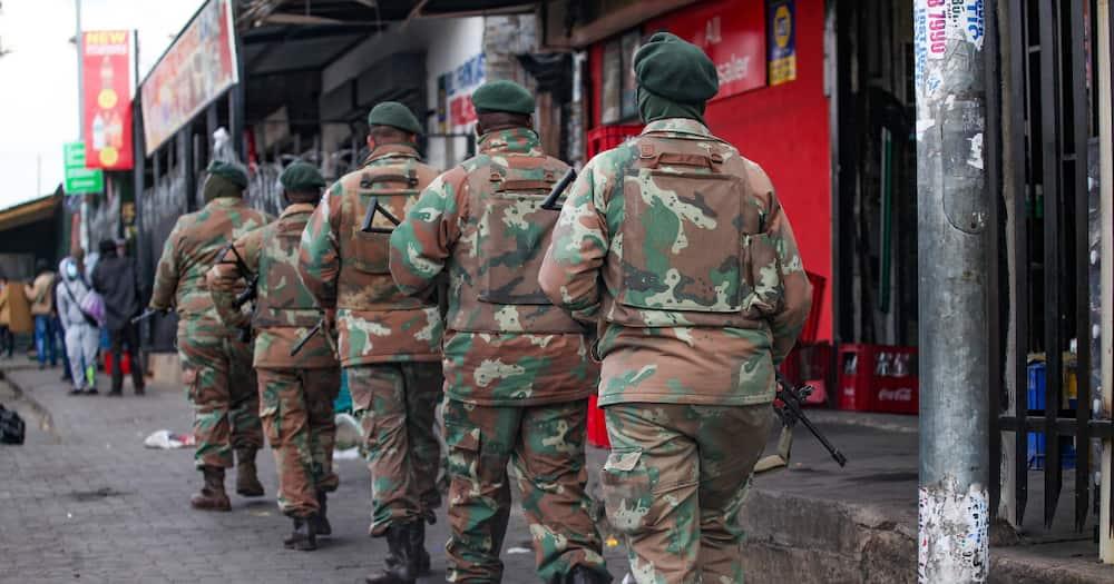 SANDF, SAPS, Facebook, Groceries, Looting, Gauteng, KwaZulu-Natal