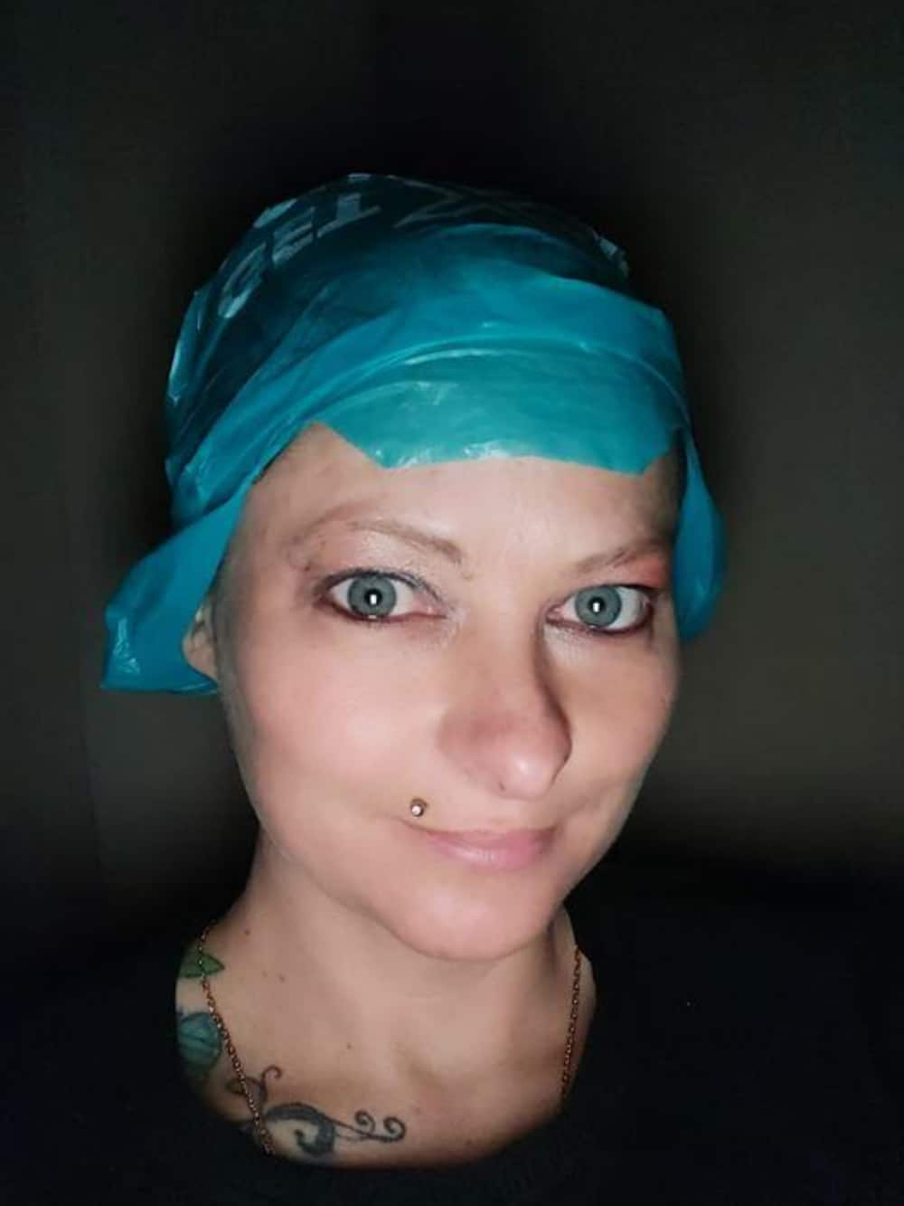 Woman uses Checkers packet when dying hair and Mzansi relates