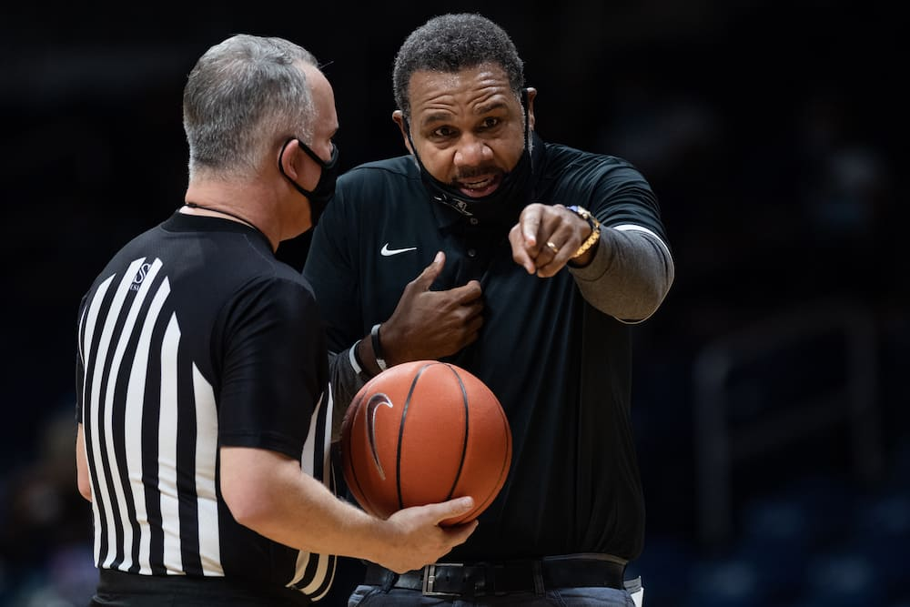 hghest paid college basketball coaches in 2021