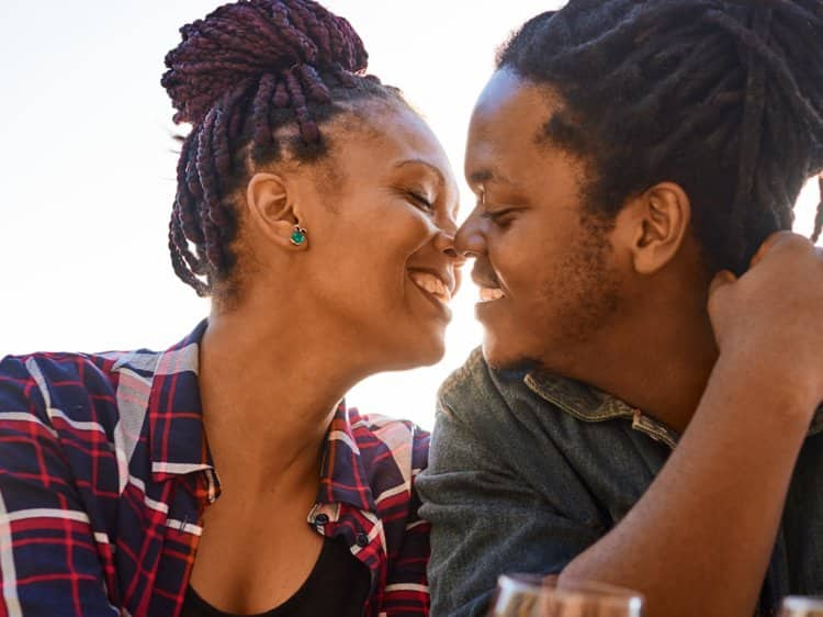 How to kiss a girl What to do before you kiss a girl? Tips on how to kiss How to kiss a girl