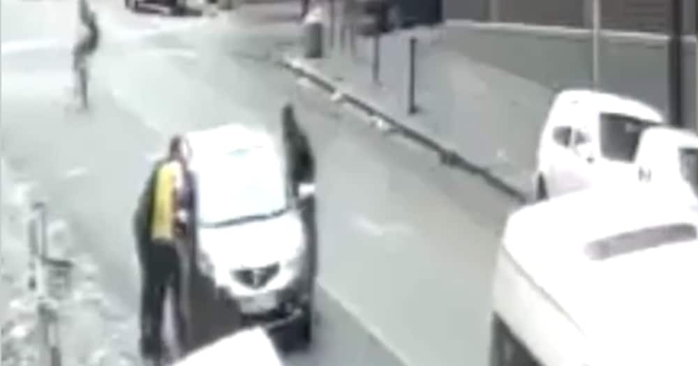 Clip of Motorist Getting Robbed in Joburg CBD Shared Online, Sa Reacts