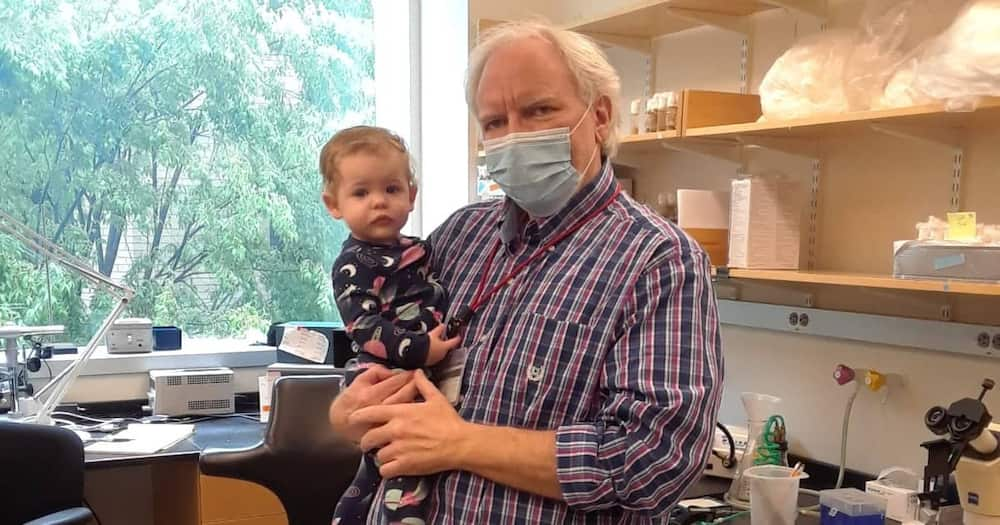 Kind University Professor Buys Crib for his Office to Support Student With Baby