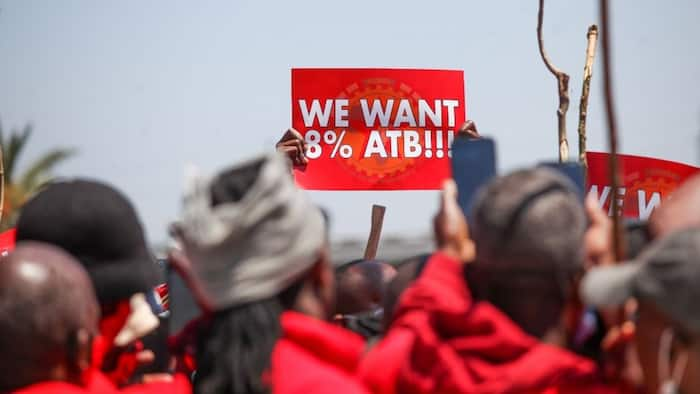 """Numsa rejects amended offer as protest continues: """"Almost 2 weeks but 8% dololo"""""""