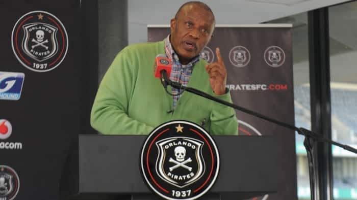 Dr Irvin Khoza gives a final warning to Orlando Pirates players for behaviour