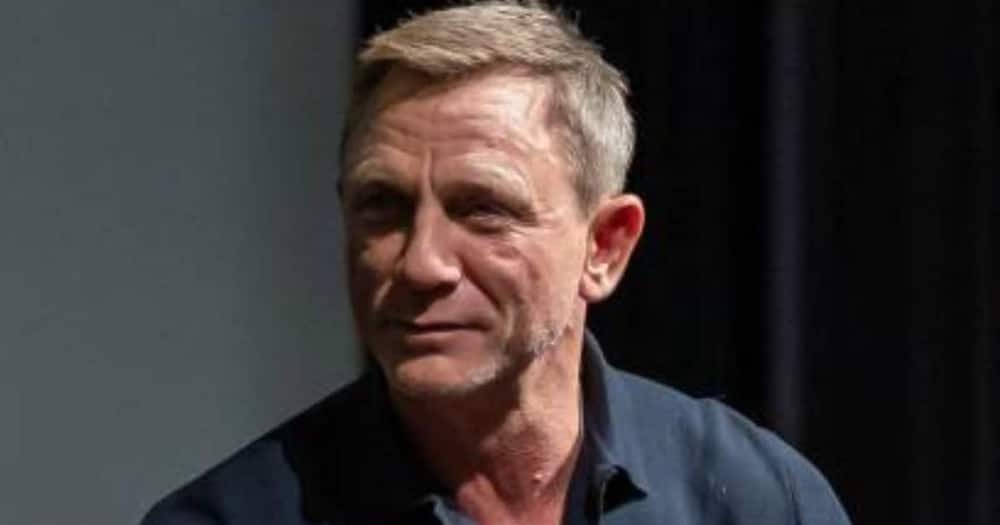 Daniel Craig says James Bond fame was difficult to handle at first.