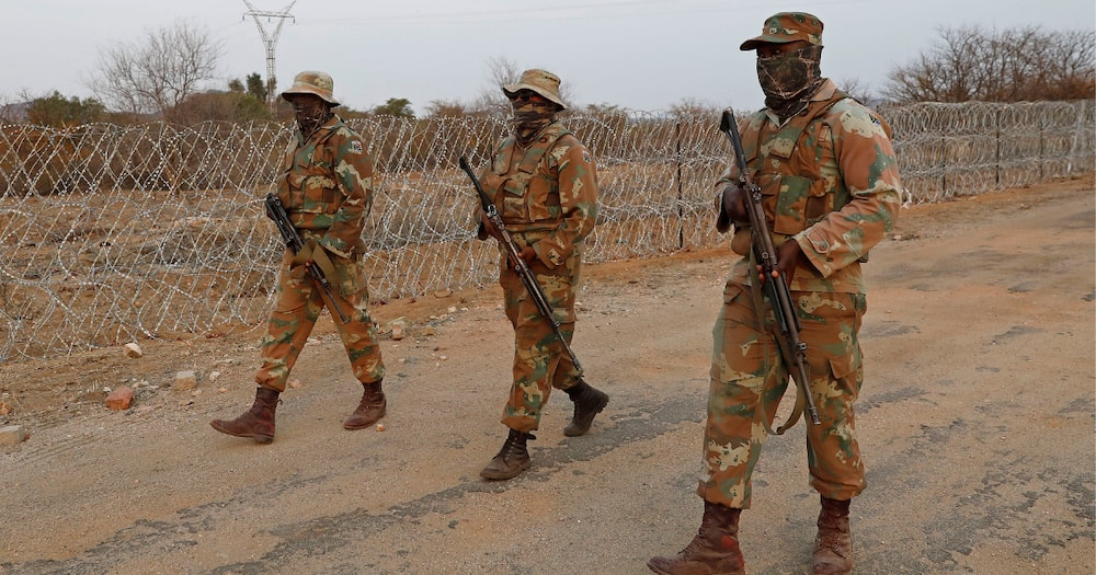 SANDF Member, Vehicle Smuggling Cross-Border, 8 Soldiers, R15 000, Limpopo River, North West, Free State, Northern Cape