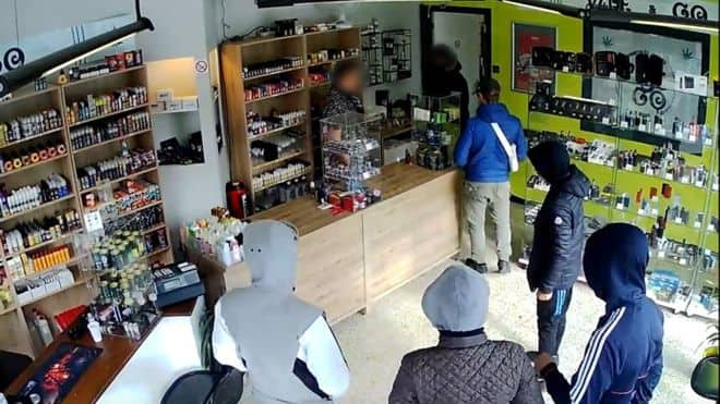 World's dumbest thieves: Robbers arrested after owner asked them to come back later