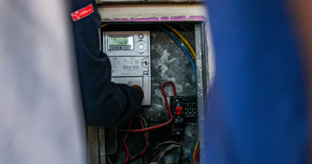 Man, Burnt, Death, Transformer, Substation, City Power, Steal, Spokesperson Isaac Mangena said the incident occurred on 13th street in Linden, a suburb in the northwest of Johannesburg