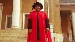 """""""Congrats"""": Mzansi delights for Dr Vuyelwa Mehlomakulu, bags PhD from UCT"""