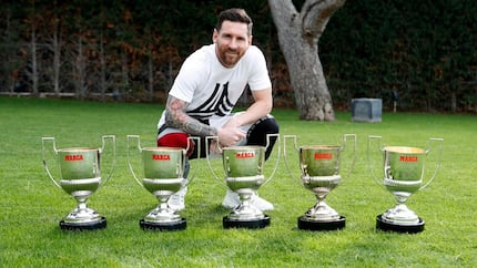 Barcelona star Lionel Messi shows off 5th Pichchi award