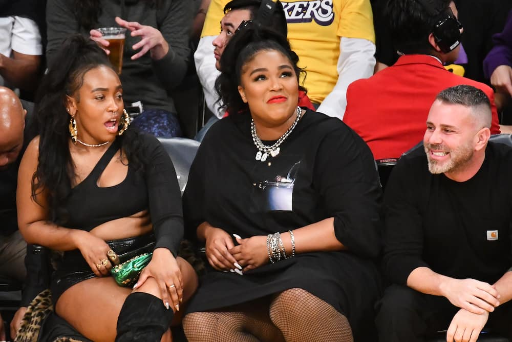 Lizzo outfit Lakers game