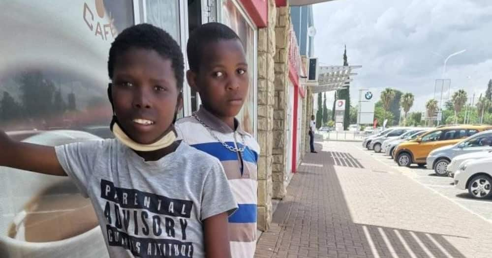 Mzansi shows kids selling goods to buy xmas clothes support