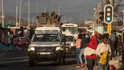 SANDF and SAPS work together to prevent looting and taxi violence in Cape Town