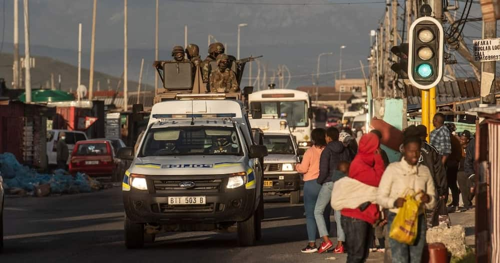 SANDF, SAPS, patrolling, Khayelitsha, Cape Town, violence, taxis