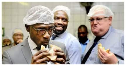 Old photo of ex-minister Gigaba sharing a meal with Agrizzi resurfaces
