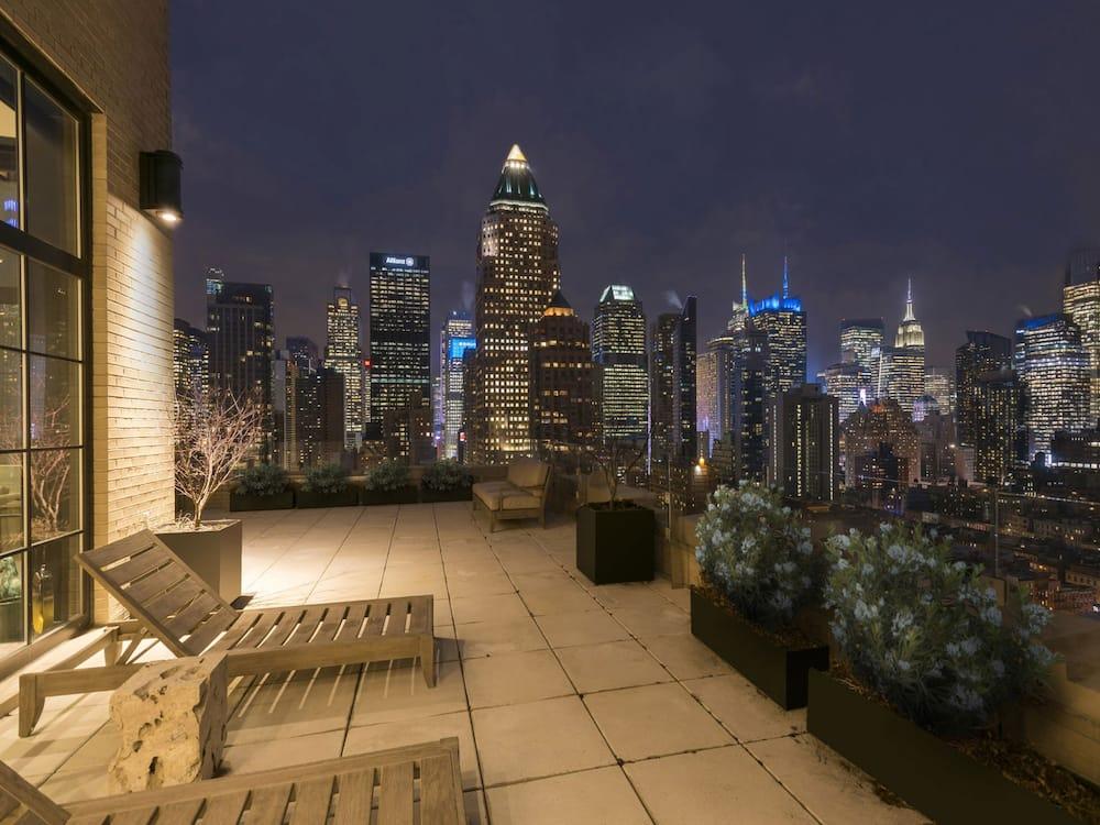 Inside Trevor Noah apartment in New York trevor noah's house trevor noah girlfriend trevor noah new house
