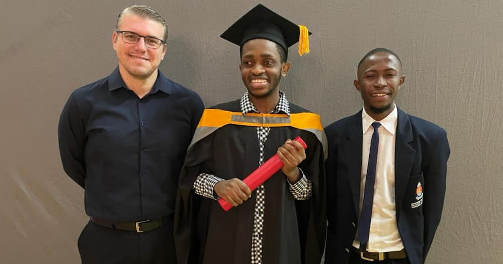 Determined Student Who Lost Eyesight Chases Dream, Proudly Graduates