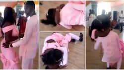 Wedding guests turn embarrassing dance flop into moment of pure romance, video has people swooning