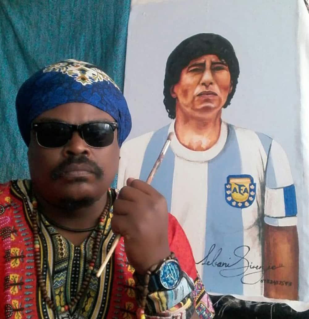 "Rasta ""honours"" the late Diego Maradona: ""Is that Bruce Lee"""