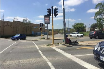 Is it child abuse? SA divided over photo of mom begging at traffic light with her baby